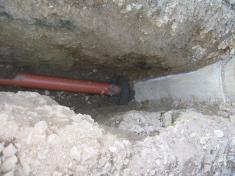 Kanalizační přípojky realizované svépomocí