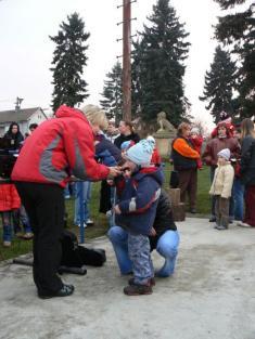 Vypouštění balónků a rozsvícení vánočního stromu